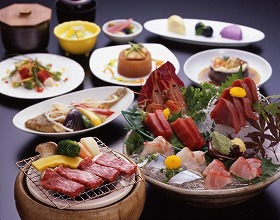 ウマい牛肉と新鮮な魚を同時に味わえるなんて…