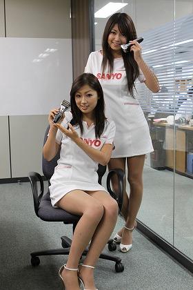 編集部を訪れた松本麻実さん(左)と稲垣慶子さん(右)