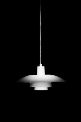 「PH4/3」。アルミ、白色塗装マット仕上げ。径400×高200mm/1000g 4万6200円