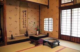 寛永寺では徳川慶喜が蟄居した「葵の間」も拝観する