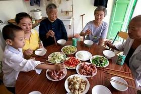中国のツゥイさん一家。<br />(c)Peter Menzel & Faith D'aluisio/ユニフォトプレス