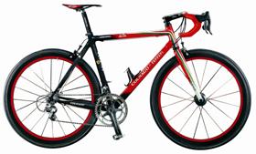 コルナゴが発売したレース用自転車「フェラーリ60周年記念モデル」