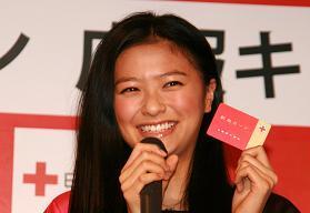 献血キャンペーンに登場した榮倉奈々さん
