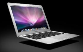 ただいま予約受付中の「MacBook Air」。製品の出荷は2~3週間後だという