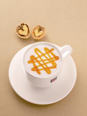 ドトールコーヒーの「メープルくるみラテ」