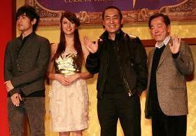 チャン監督(右から2番目)はジェイさん(一番左)の演技を絶賛していた