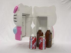 冷温庫の中にはペットボトルや缶ジュース4本が入る