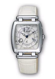 シチズン時計「xC(クロスシー)クリスタル・ホワイト」