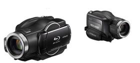 多くの記録媒体を備えた重厚長大機の代表格、日立の「DZ-BD9H」。 実売価格で15万円前後。