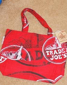 Trader Joe'sの赤いエコバッグは大人気