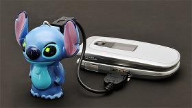 充電中は目がキラリ。かわいいね (c)Disney