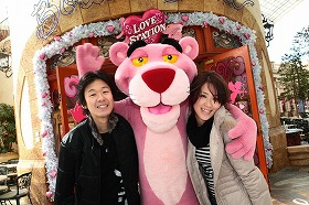 ピンクパンサーがホスト役=THE PINK PANTHER TM&(R)2009 MGM. All Rights Reserved. (C)&(R) Universal Studios. All rights reserved.