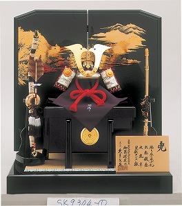 画像は24万1500円で販売する「兜飾り・黒小札赤糸縅長鍬形兜(くろこざねあかいとおどしながくわがたかぶと)」