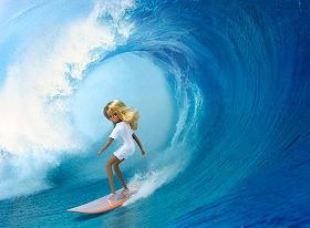あの「リカちゃん」がサーフィンを・・・。オジサン世代には感慨深い(*イメージ写真です)=「(C)2009 TOMY」