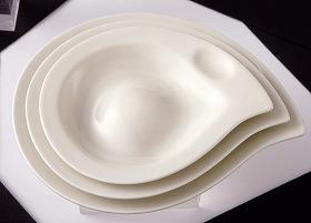 写真は「オリーブオイル器」 オリーブオイル専用皿は世界初だそうだ
