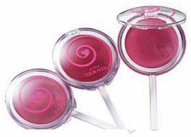 乙女心をくすぐるキュートなパッケージ。左からピンク シュガー、キャンディ ローズ、ローズ フロスティング