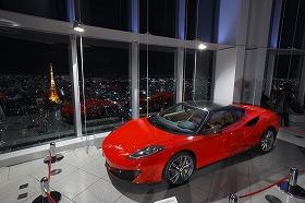 東京の夜景を見ながら名車を眺めるのもなかなかいいかも…
