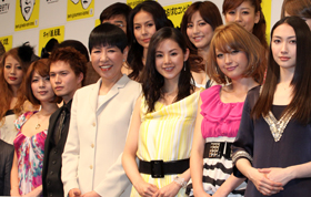 制作発表会に出席した和田アキ子さん、小西真奈美さん、木下優樹菜さんら出演者たち