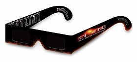 前売り券の購入者にプレゼントされる日食を見るためのサングラス
