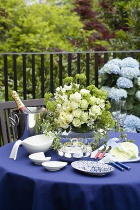 花が食卓を華やかに演出