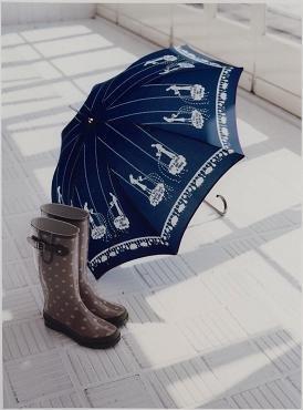 かわいい柄のアンブレラとKID'Sレインブーツ。雨の日が楽しくなる