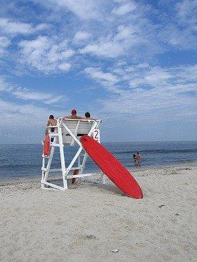 何もないビーチで、帰りの船の時間までのんびり。30分ほど海岸線沿いに歩くとヌーディストビーチに