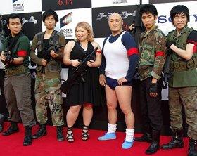 「吉本T4軍団」左から、ザ・パンチ、渡辺直美、くまだまさし、しずる
