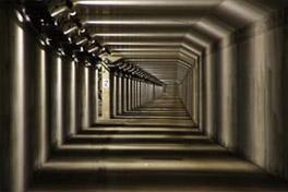 通常は非公開の海底トンネル緊急避難通路も見学できる