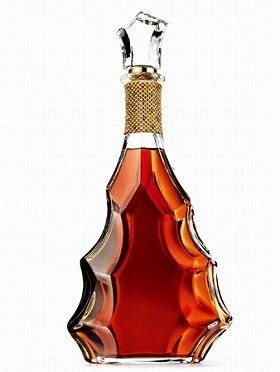 さすが「バカラ」と思わせるボトルデザイン