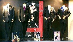 ファッショナブルな「マイケル・ジャクソン」ブランドのスーツ
