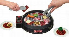 メガハウスが発売する「~お肉バンバン取り合いゲーム~焼肉王」