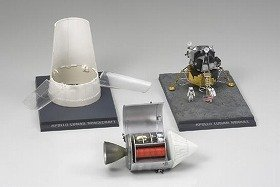 月着陸船は上昇部と下降部の切り離しができ、司令船とのドッキングも可能