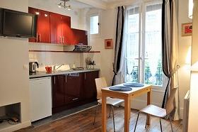 貸しアパートには立派なキッチンが(写真提供 パリセレクトアパート社)