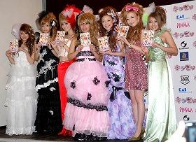 「キラモリ」の発売イベントには、人気モデルたちとともに、くわばたオハラの2人も出席した