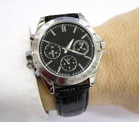 見た目は普通の時計だがカメラが内蔵されている