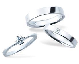 マリッジリングにはプリンセスカットのダイヤモンドがついている