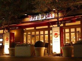 会場は世界初のF1公認カフェレストラン
