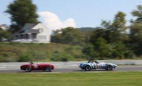 ヴィンテージレーシングカーによるレースは新鮮でカッコいい!