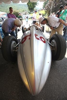 グランプリを席巻したメルセデスベンツのW154もこんなに近くで見られます