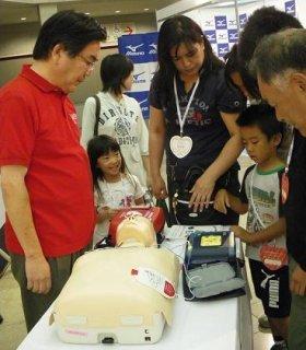 心肺蘇生法やAEDへの関心は高まっている(20日、大阪ATCホールで)