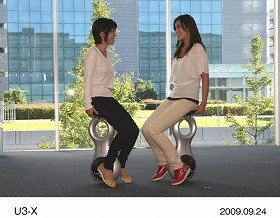 Unicycle-type U3-X, to be introduced at the Tokyo Motor Show.