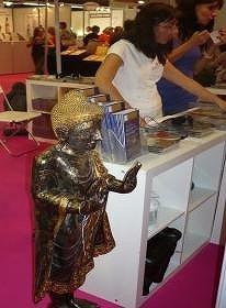 ヒーリング音楽CD売場に仏像が・・・
