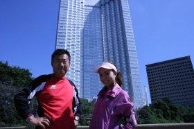 トレーナーの内山雅博さん(写真左)