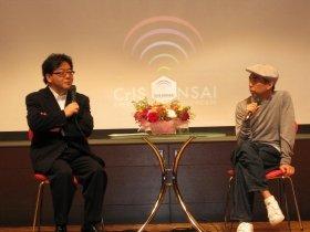 トークセッションを行った秋元さん(左)と藤原さん(右)