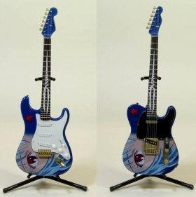 写真は、右から「REI STRATOCASTER TYPE01 1/8 MODEL」「REI TELECASTER TYPE02 1/8 MODEL」(ギタースタンドは付属しない)(c)khara (c)F‐toys