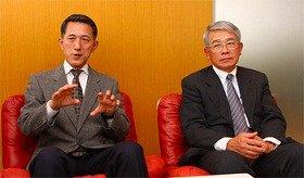 森永製菓の亀井優徳さん(左)と高橋俊雄さん(右)