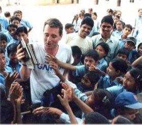 NGO「Room to Read」の活動が発展途上国の子どもたちを救う