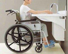 足元を広めに、車椅子でも便利に使える