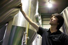 岩本伸久社長(写真)が完全オーダーメイドで醸造する