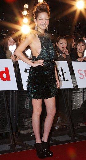 「日本ファッションアワード2009」授賞式に参加した梨花さん